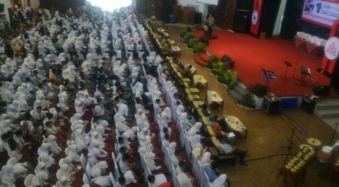 Sekitar 1000 an pelajar menghadiri acara penerimaan beasiswa dari Semen Padang Group di GSG Semen Padang