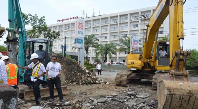 Pembangunan jembatan di Jalan Juanda Padang