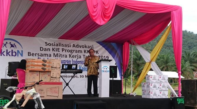 Anggota Komisi IX DPR, Suir Syan saat menjadi pemateri pada sosialisasi yang digelar BKKBN di Nagari Tabek, Kecamatan Timpeh, Dharmasraya, Sabtu, 30 Maret 2019