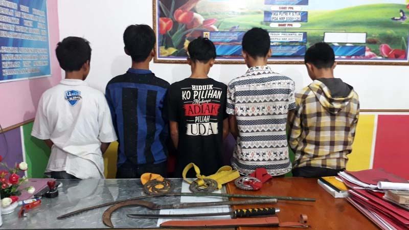 Lima dari 32 pelajar yang ditangkap polisi karena tawuran di Kota Solok.