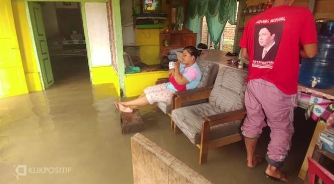 Banjir menggenangi rumah warga di Nagari Taram Kabupaten Limapuluh Kota-Sumbar, Selasa (10/12/2019)