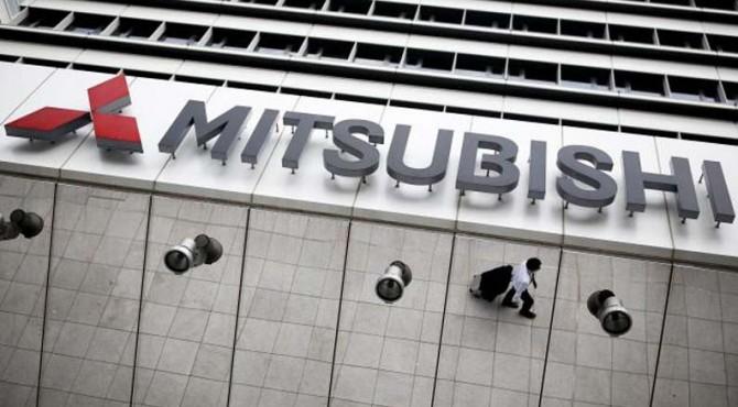 Logo perusahaan dari Mitsubishi Motors terlihat di markas itu di Tokyo, Jepang, 27 April 2016