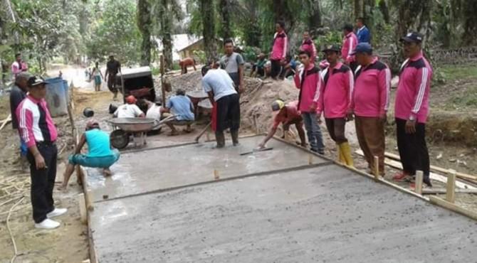 Gotong Royong di Jorong Kamang Sejahtera, Nagari Kamang, Kecamatan Kamang Baru, Kabupaten Sijunjung