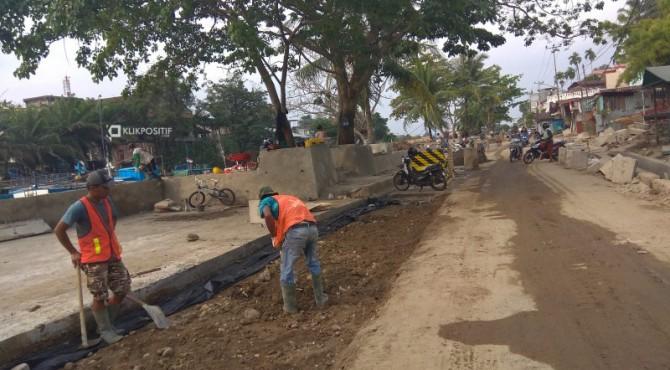 Pengerjaan proyek revitalisasi Batang Arau, Kecamatan Padang Selatan, Kota Padang