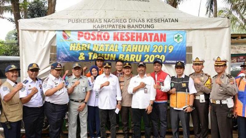 Foto bersama di Posko Kesehatan