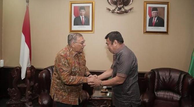 Mantan Menteri Agama Quraish Shihab, mengucapkan selamat kepada Jenderal Fachrul Razi yang ditunjuk Presiden RI Joko Widodo menjadi Menteri Agama