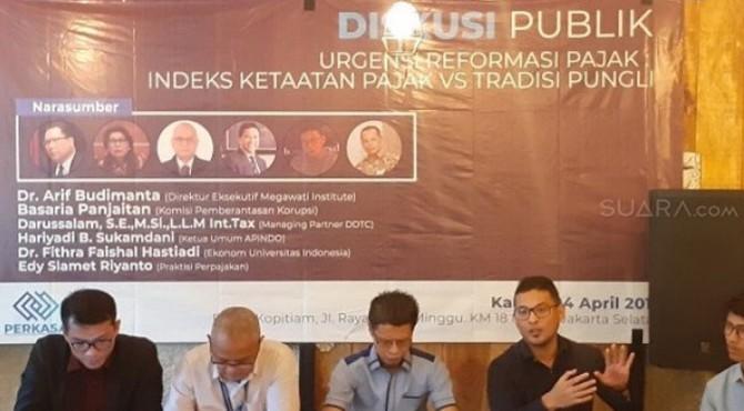 Pengamat Perpajakan dari DDTC, Darussalam saat menghadiri acara diskusi.