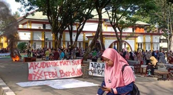 Mahasiswa UIN IB Padang gelar aksi unjukrasa