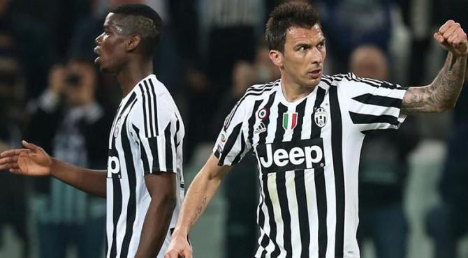GOL | Striker Juventus Mario Mandzukic selebrasi gol yang dicetaknya ke gawang Empoli.