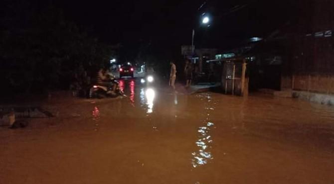 Banjir di Kampung Tarandam Nagari Pasar Muara Labuh Kecamatan Sungai Pagu Solsel