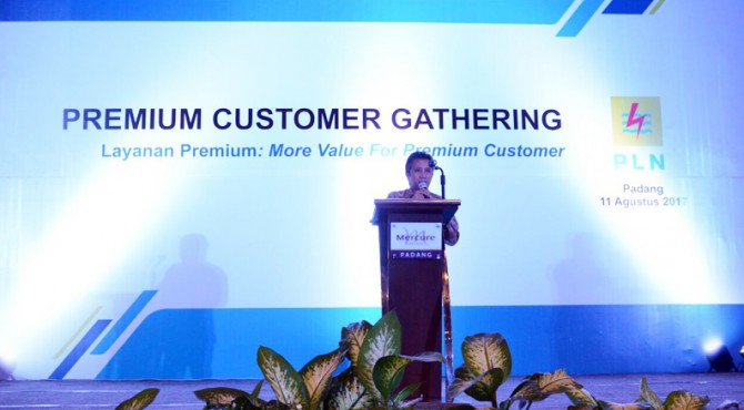 General Manager PLN Wilayah Sumbar, Bambang Yusuf saat menyampaikan kata sambutan dalam kegiatan Premium Customer Gathering