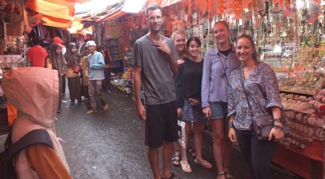 Turis mancanegara memanfaatkan sehari gratis masuk di objek wisata Bukittinggi.