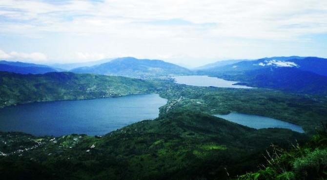 Pemandangan yang terlihat dari Bukik Cambai, Alahan Panjang.