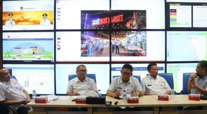 Wakil Wali Kota Padang, Hendri Septa (tengah), Rabu 30 Oktober 2019 menjelaskan Pemko Padang Undur Permindo Night Market