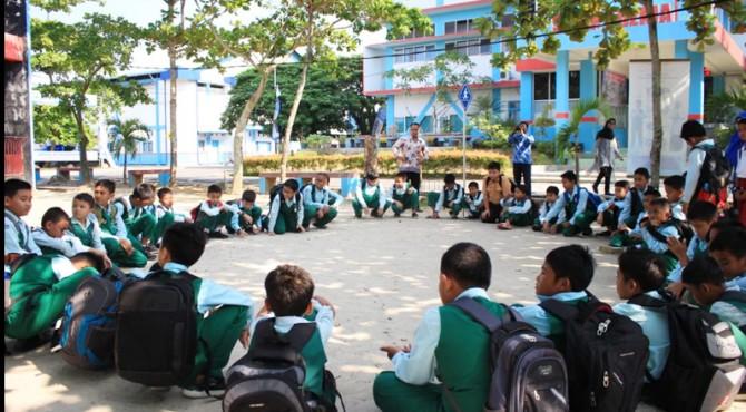 Pelajar TK dan SD Adzkia Padang saat mengikuti pelatihan mitigasi bencana yang dilaksanakan oleh BPBD Padang dan diselenggarakan oleh Kalbe Farma dan Classy FMpada Kamis (14/2)