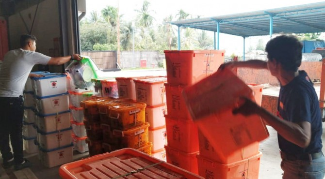 Bantuan di gudang logistik BPBD Sumbar untuk dikirim ke Solsel