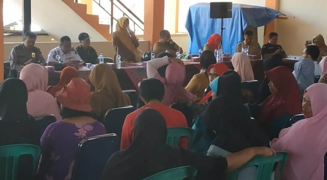 Pertemuan Dinas Koperasi UKM Payakumbuh dengan calon pedagang di Pasar Pabukoan.