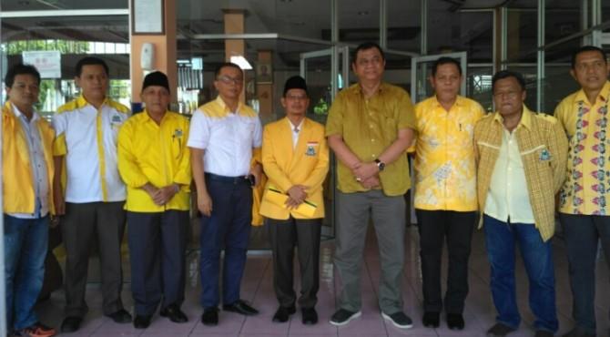 Adi Gunawan Bersama Ketua Golkar Sumbar Hendra Irwan Rahim