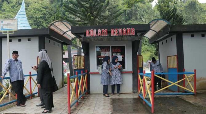 Salah satu destinasi unggulan di Payakumbuh yaitu Kolam Renang Ngalau Indah.