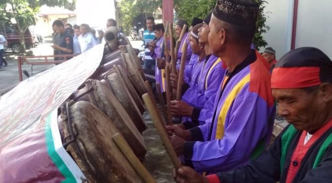 Salah satu kesenian dan budaya dari suku mandailing di Pasaman Batat, yakni Gondang Sembilan yang dipertunjukkan di acara sosialisasi tersebut.