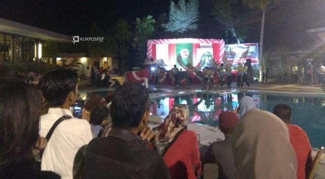 Perayaan HUT RI ke-74 warga Kampung Pondok di kolam renang Hotel Kriyat Bumi Minang