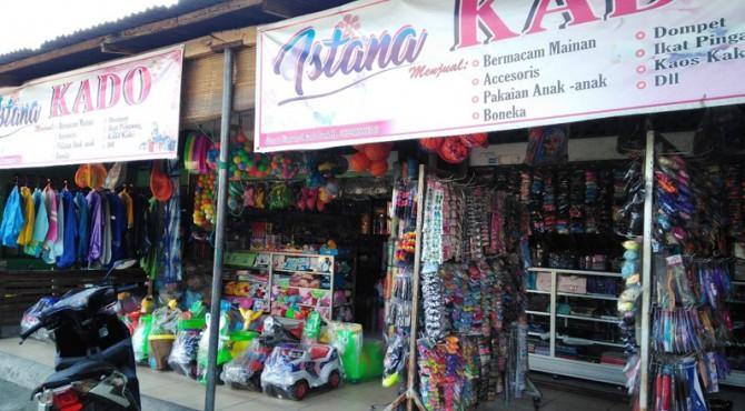 Toko Istana Kado yang menjual berbagai mainan