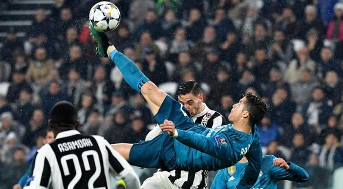 Aksi memukau Cristiano Ronaldo saat mencetak gol ke gawang Juventus kala masih membela Real Madrid