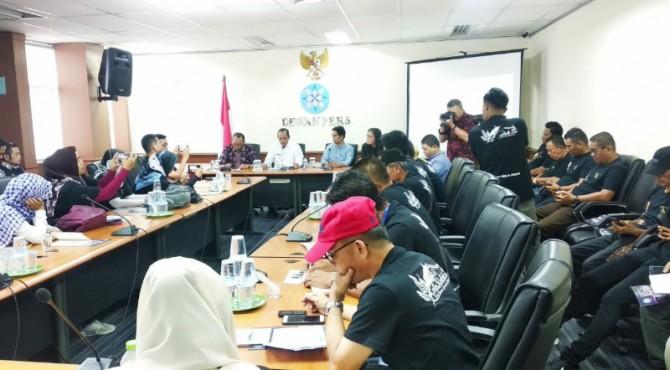 Wartawan dan Humas kota Solok sharing Informasi dengan Dewan Pers.