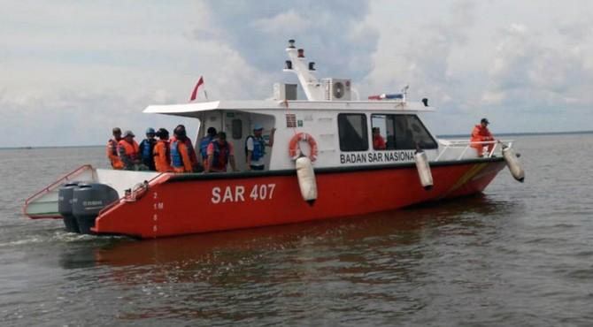 Penumpang Kapal Mutiara Biru Dievakuasi | KlikPositif.com ...