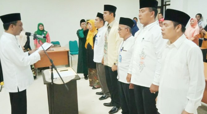 Sekretaris Daerah Kabupaten Pasaman, Mara Ondak melantik 6 orang pejabat