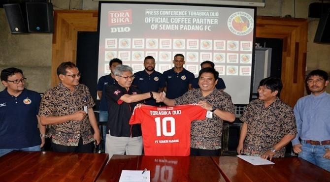 Tandatangan kontrak Semen Padang FC dengan Torabika.