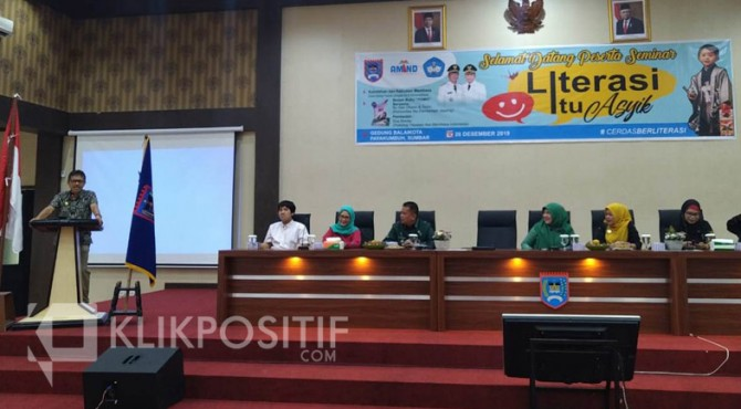 Gubernur Sumbar Irwan Prayitno saat menghadiri kegiatan literasi di Payakumbuh.