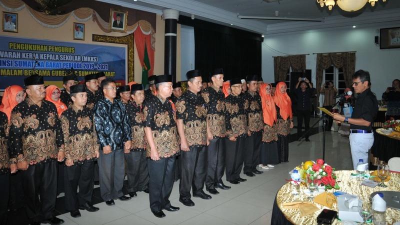 Pelantikan pengurus Musyawarah Kerja Kepala Sekolah (MKKS) SMP Sumbar