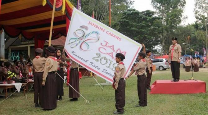 Wawako Solok Reinier pimpin upacara pembukaan Jambore cabang Pramuka Penggalang kota Solok 2019.