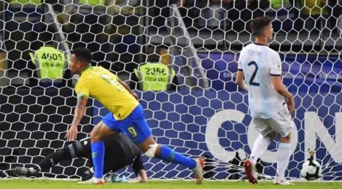Gabriel Jesus mencetak gol pertama untuk Brazil di semifinal Copa America 2019. Brazil berhasil lolos ke final.