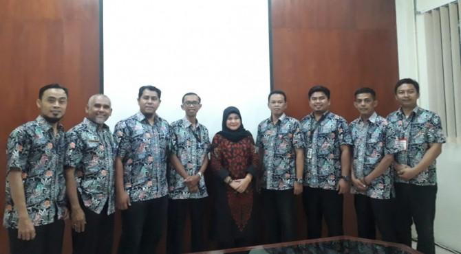 Tim Extril PT Semen Padang yang akan mengikuti ICQCC di Jepang foto bersama usai latihan presentasi di ruang rapat Inovasi PT Semen Padang