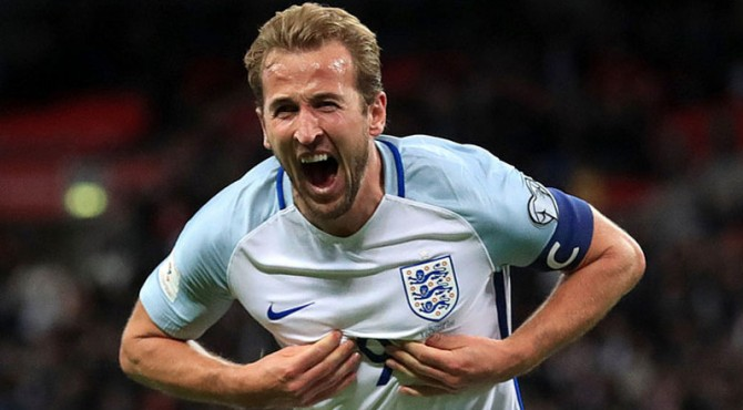 Selebrasi Harry Kane usai mencetak gol saat injury time ketika mengalahkan Slovenia 1-0.