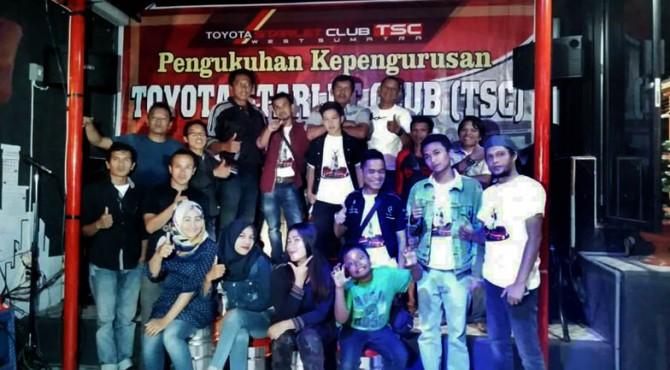 Foto bersama anggota Komunitas Toyota Starlet Club West Sumatra