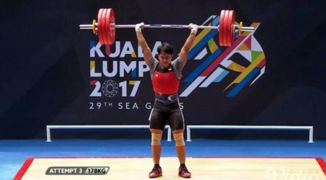 Lifter Indonesia raih medali emas.