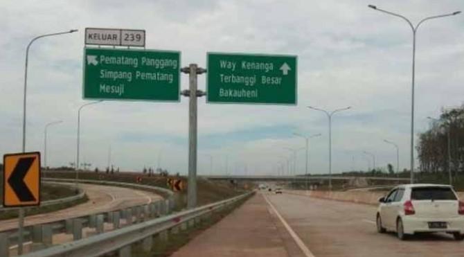 Simpang Susun Pematang Panggang saat dibuka untuk kendaraan pribadi pada arus balik Lebaran