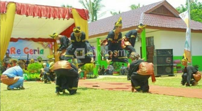 Penampilan Randai Ekskul Minang Sakato SMA Sitiung