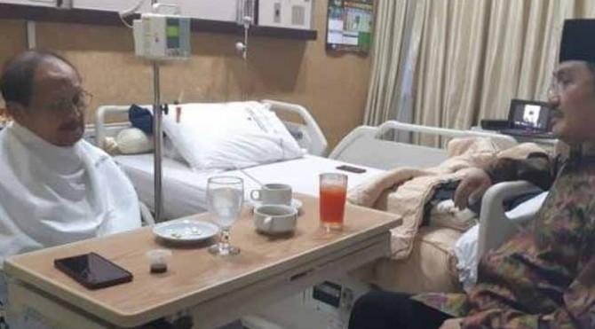 Presiden ke-3 RI, Bacharuddin Jusuf (BJ) Habibie di rumah sakit
