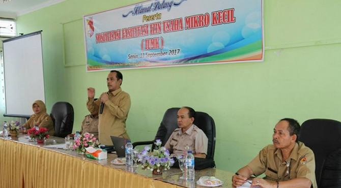 Wawako Solok, Reinier saat menyampaikan pesan untuk pelaku UMKM di Kota Solok dalam kegiatan Sosialisasi Fasilitasi Izin Usaha Mikro Kecil (IUMK)