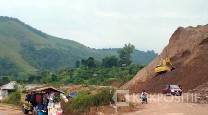 Kegiatan pertambangan galian C di Jalan Bypass, Kecamatan Payakumbuh Barat.