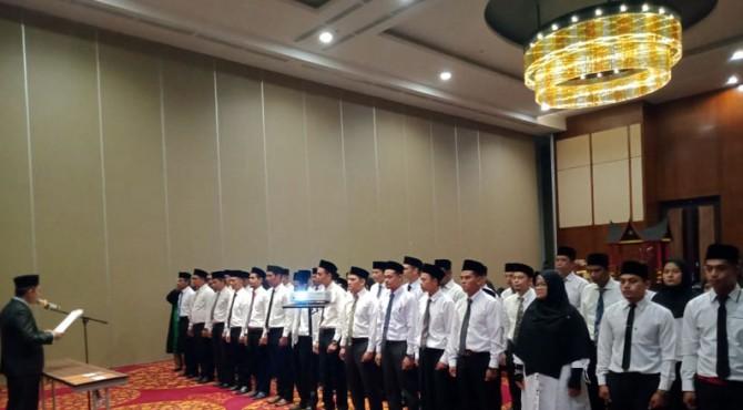 Ketua Bawaslu Tanah Datar Hamdan melantik 42 anggota Panwascam