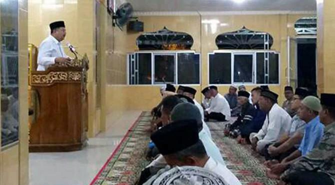 Wako Solok H. Zul Elfian saat Safari Fajar di Masjid Taqwa Kodim 0309 Solok