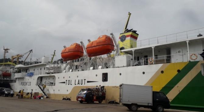 Kapal KM Sabuk Nusantara 68 saat bersandar di Pelabuhan Teluk Bayur.
