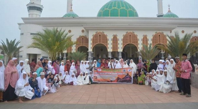 Bupati Solok Selatan Beserta Rombongan saat kunjungan ke Masjid Agung Islamic Center MAIC Rokan hulu, Senin (16/9)