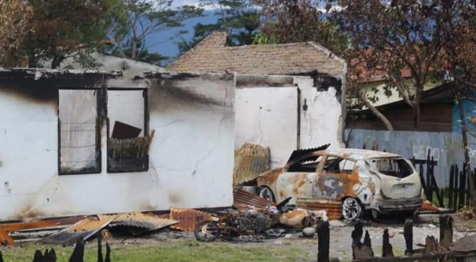 Rumah yang dibakar saat kerusuhan Wamena