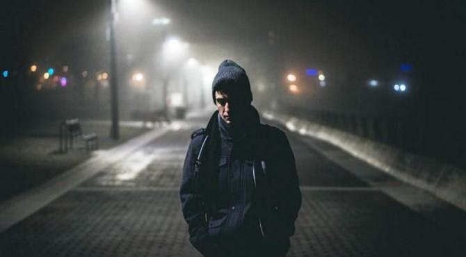 ilustrasi cuaca malam terasa dingin